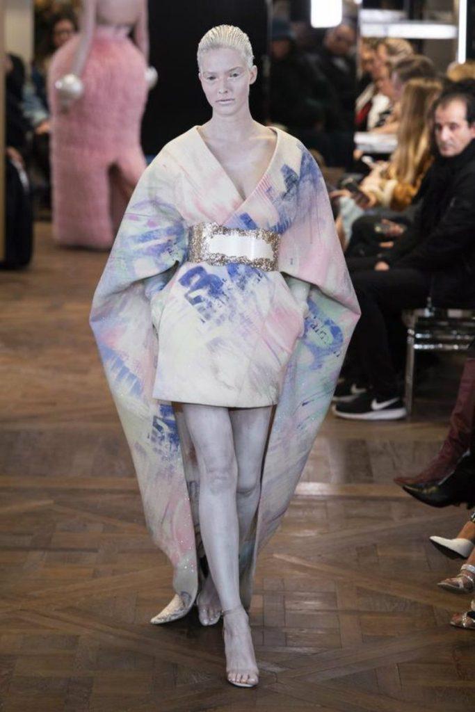 Balmain Paris, Rousteing omaggia Pierre. Abito kimono