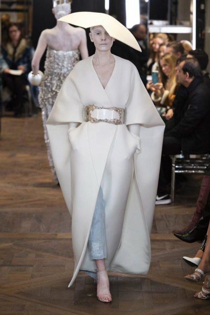 Balmain Paris, Rousteing omaggia Pierre. Cappotto kimono
