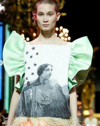 Schiaparelli haute Couture fiorisce di meraviglia. Effigie Elsa