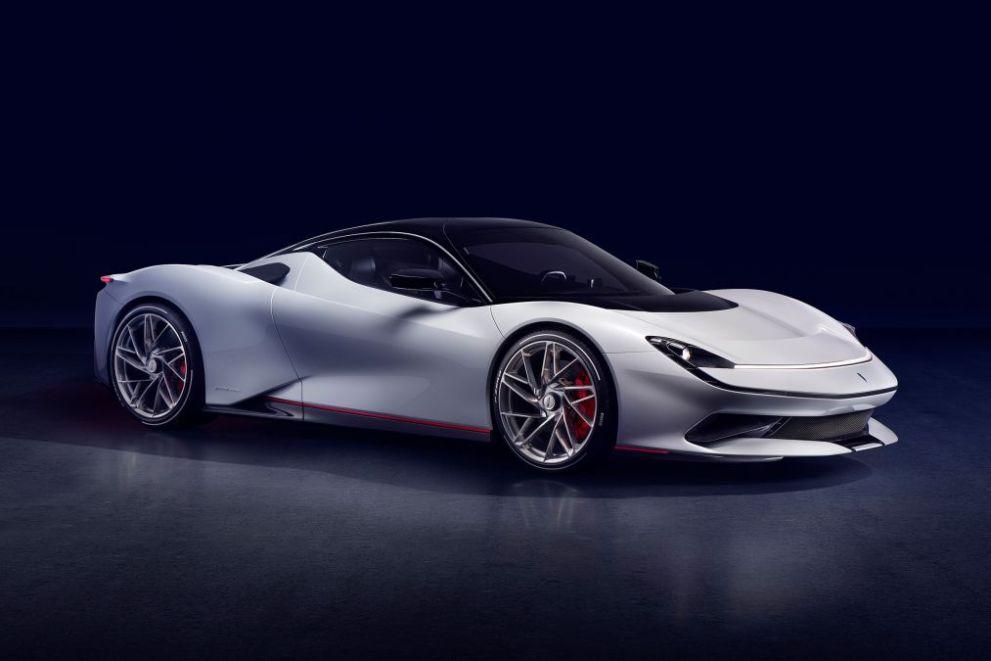 Automobili Pininfarina Battista linea pulita e minimale