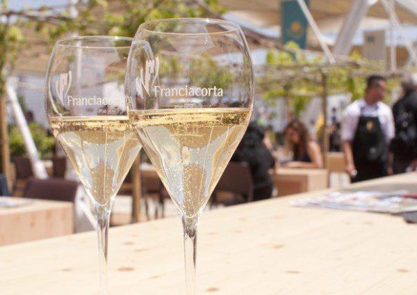 ROMA A BOLLICINE PER LO SPARKLEDAY 2019 Calici di spumante Franciacorta