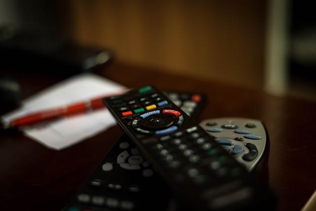 remote-control-932273_640