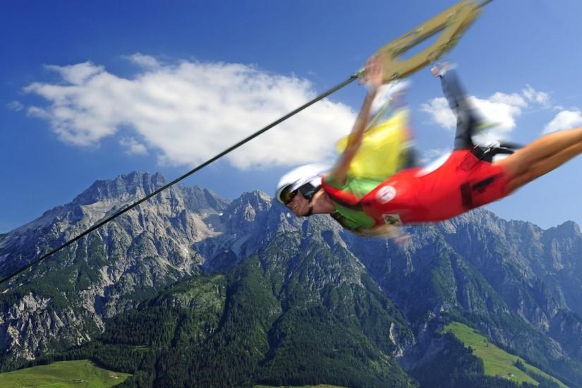 flying fox Leogang: Erlebe eine der schnellsten und längsten Stahlseilrutschen der Welt. Im Tiefflug ins Tal!
