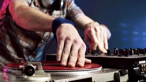 DJ Clubbing: jeden Donnerstag, Freitag und Samstag sorgen ab 21 Uhr Live-DJs und DJanes für angesagte Beats und coolen Sound.