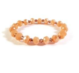 MamaBella AD0014 Peach Rose armband voor dames is gemaakt van peche kleurige facet parels gecombineerd met kleinere rosé glasparels