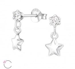 MamaBella OK0014 Stars Swarovski Crystal oorbel is een kinder oorbel, gemaakt van sterling silver of 925 zilver. Het is een oorbel bedeltje met een ster aan het hangertje afgewerkt met Swarovski steen