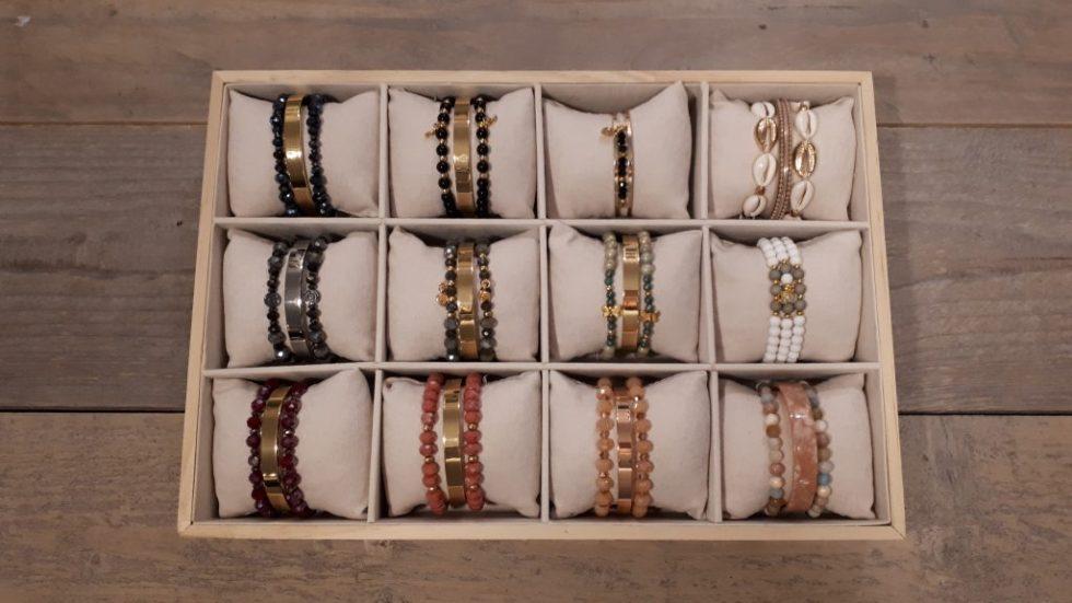Juwelen_en_accessoires_mamabella_oorbellen_armbanden_sleutelhangers_verdeelpunt_de_brusherie_deurne_kapsalon