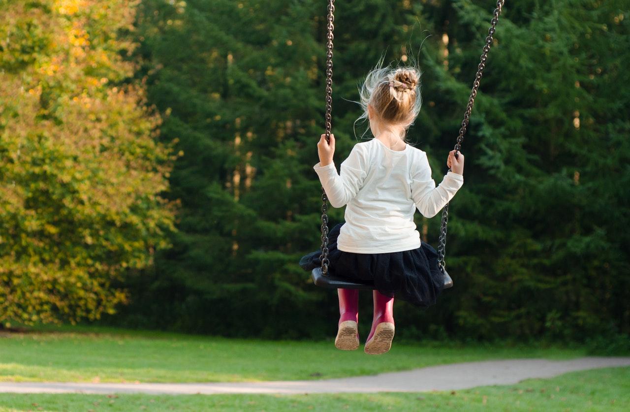 Filho Ativo Melhor Para A Saúde - Criança No Balanço