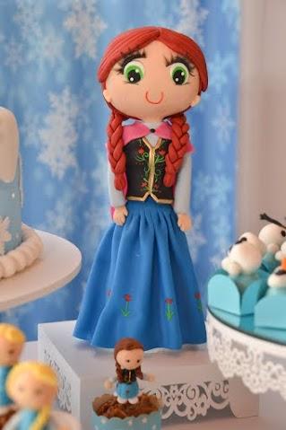 Anna em biscuit (no cupcake e grandona)