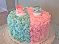 Lindo bolo decorado azul e rosa. Fonte: Pinterest