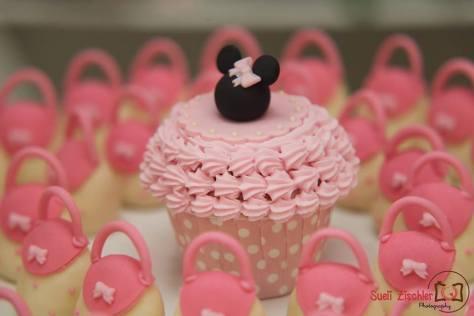 Decoração no tema Minnie com branco e rosa