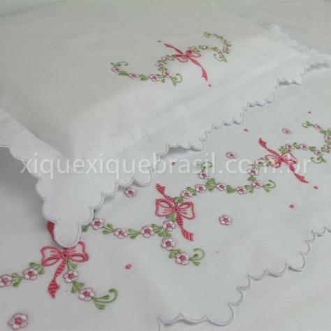 Jogo de lençol para berço com bordado Richelieu