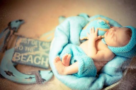 Ensaio fotográfico newborn com cenário em estúdio. Foto: Lidilopez Fotografia