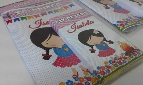 Ideia de lembrancinha: kit para colorir no tema Festa Junina