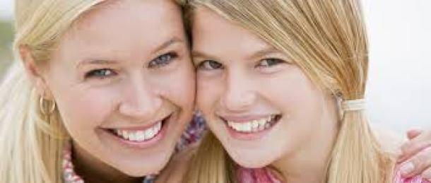 mae e filha adolescente