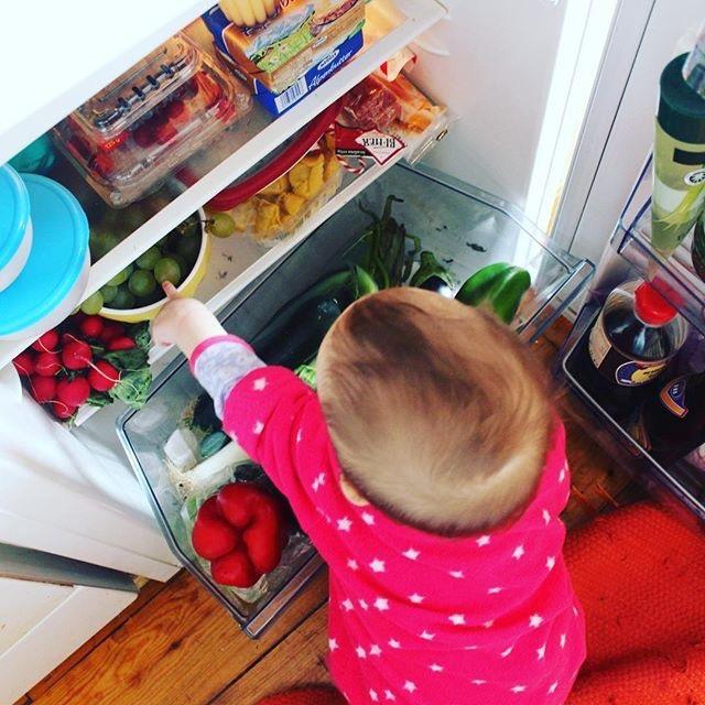 mama extraterrestre actividades entretener bebe en casa caja sensorial gigante frigorifico