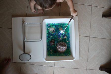 mama extraterrestre mini mundo caja sensorial perlas agua bolitas gel
