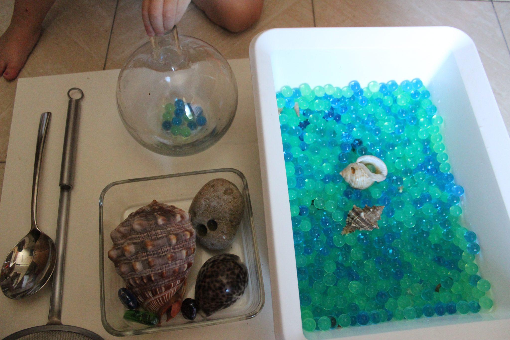 mama extraterrestre mini mundo caja sensorial perlas agua bolitas gel 1a30a9e7e961