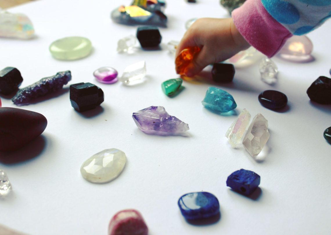Cristales,cuarzos y minerales para niños mama extraterrestre mindfullness meditacion
