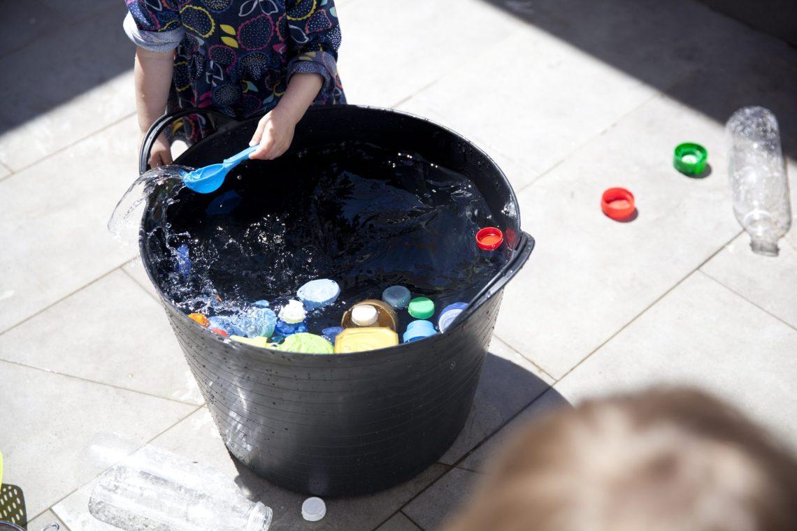 juegos de agua capazo mama extraterrestre piezas sueltas recicladas REMIDA