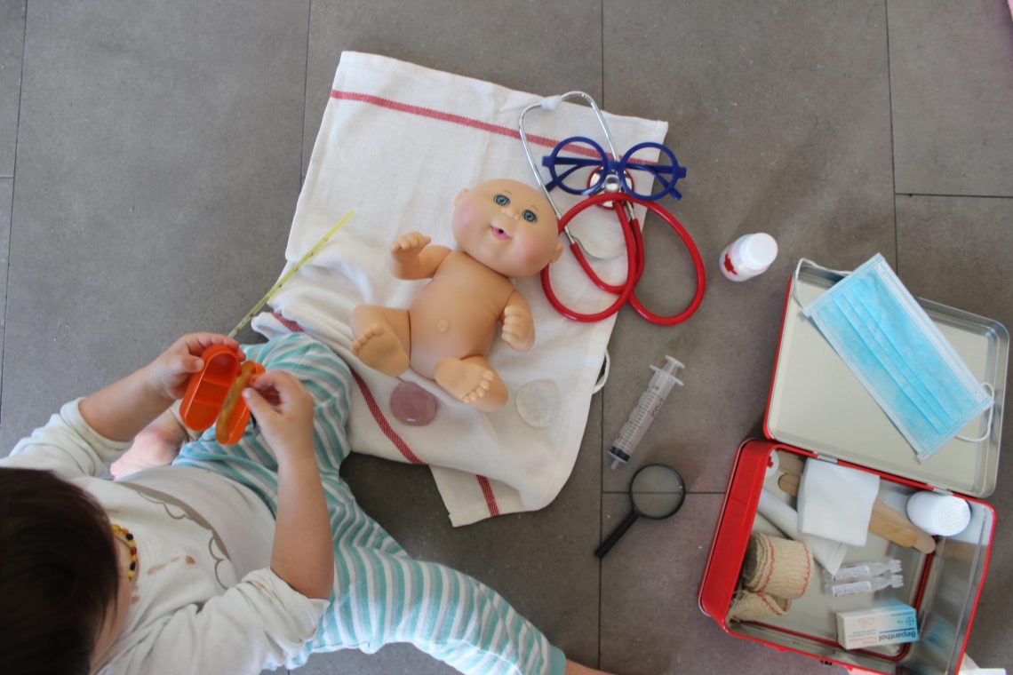 maletín medico DIY Montessori mama extraterrestre juguete lowcost
