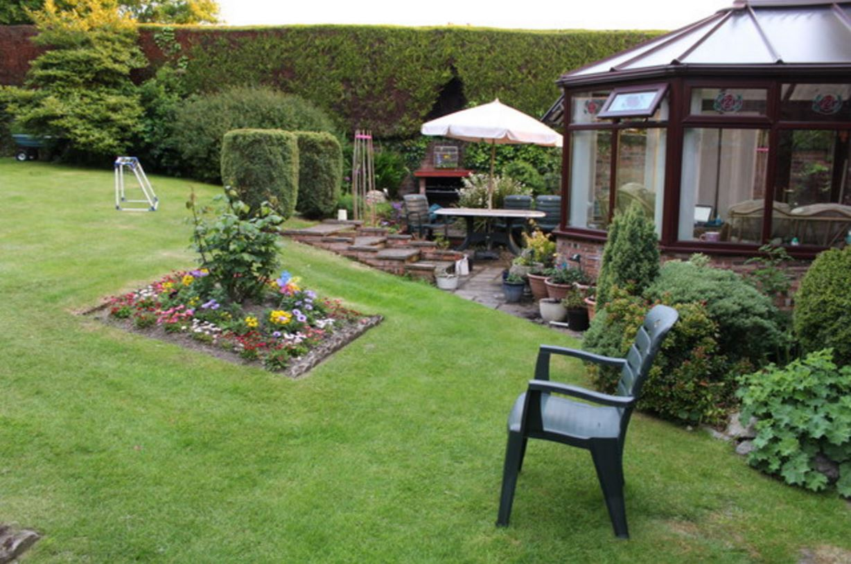 3 Garden Cleaning Tips You'll Kick Yourself For Not Knowing!
