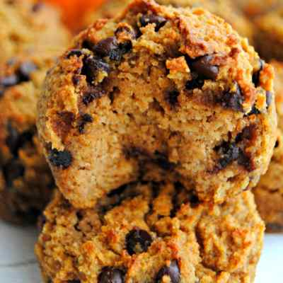 Paleo Pumpkin Chocolate Chip Muffins {Dairy-Free, Gluten-Free, Grain-Free, No Refined Sugar}