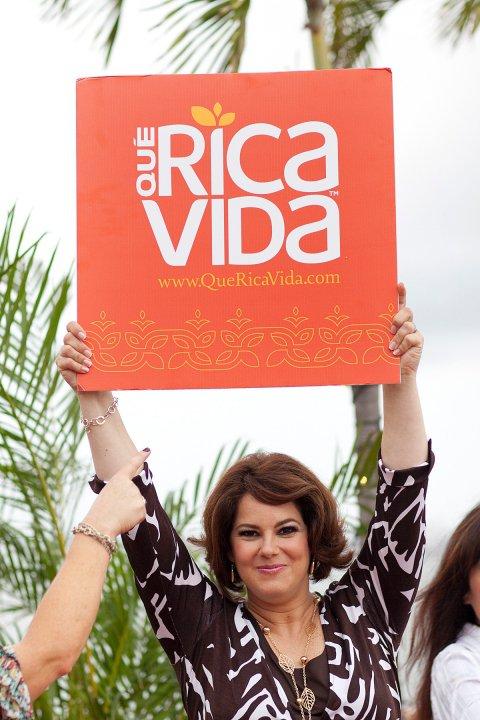 """¿Qué es """"Que Rica Vida""""? / What's """"Que Rica Vida""""?"""