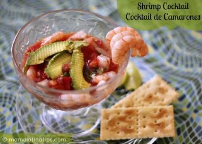 Coctel de camarón servido con galletas saladas