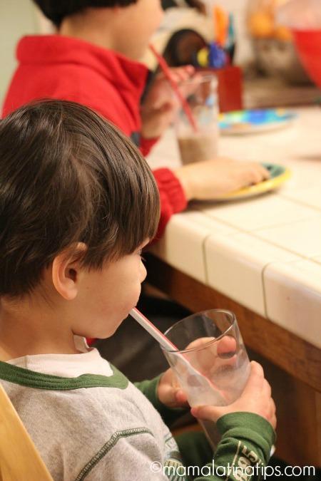 kids drinking milk - mamalatinatips.com