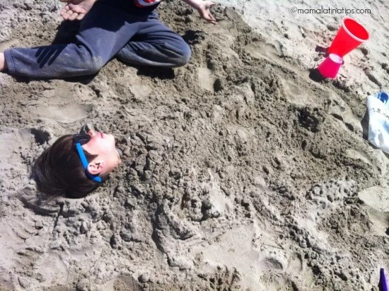 kid playing with sand - mamalatinatips.com
