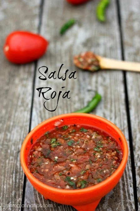 The easiest chunky red salsa recipe, you just need tomatoes, serrano chiles, cilantro, salt, and onion.  #mexicanfood #salsa #redsalsa #mamalatinatips