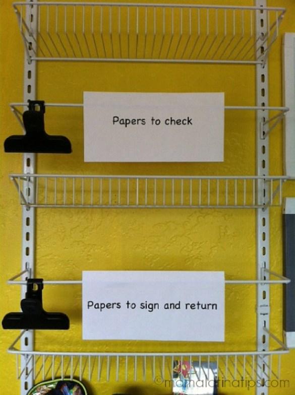 Detalle de un centro de organización escolar de pared
