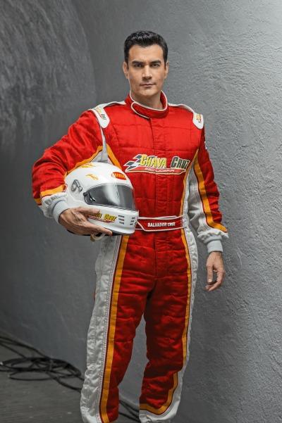 Mario Zepeda como Salvador en la telenovela Hasta el Fin del Mundo de Univisión