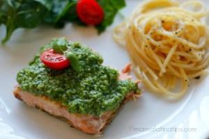 salmón con pesto y espaguetti