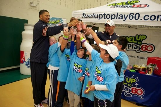 Jason Campbell, Roberto Garza (Chicago Bears) and kids
