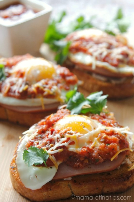 800 huevos rancheros toast v2 blur mamalatinatips