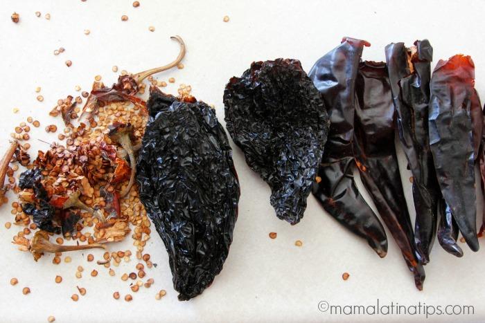 Chiles anchos & chiles guajillo. Mamalatinatips.com