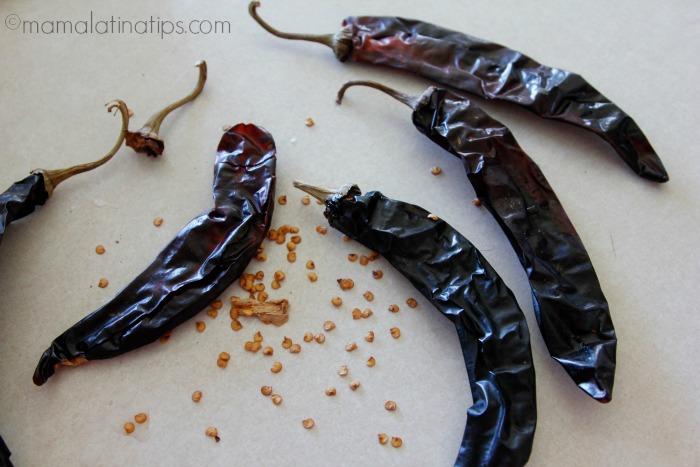Chiles guajillo - guajillo peppers - mamalatinatips.com