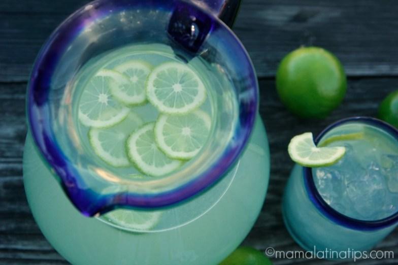 Lime Agua Fresca - Agua fresca de limón - mamalatinatips.com