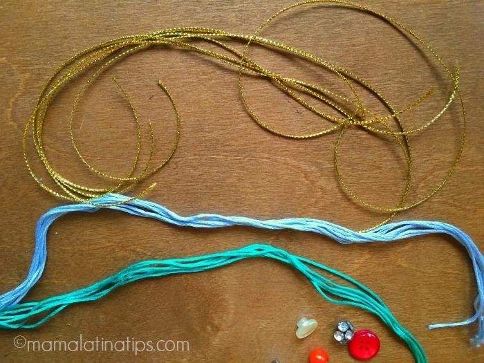 hilos de colores azul, verde y dorado