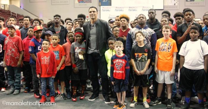 Tony Gonzalez and Kids at the Play Football Family Festival, Houston Tx