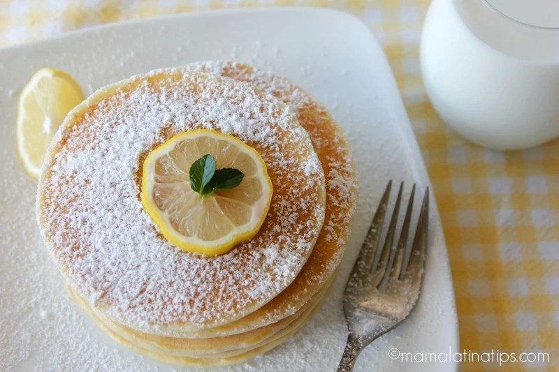 Hot Cakes de limón - mamalatinatips.com