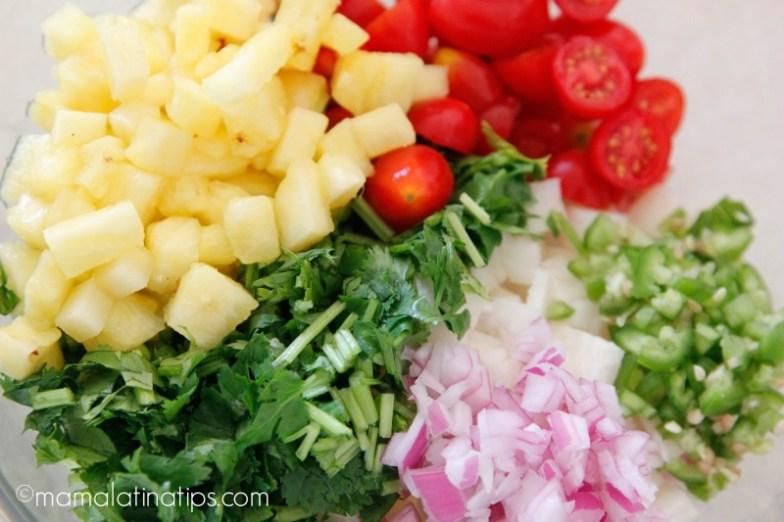 Piña, jitomate, cilantro y cebolla morada - mamalatinatips.com