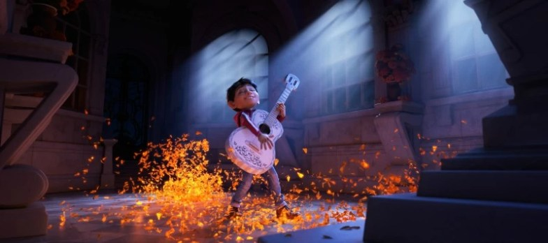 Miguel playing the guitar in Coco - mamalatinatips.com