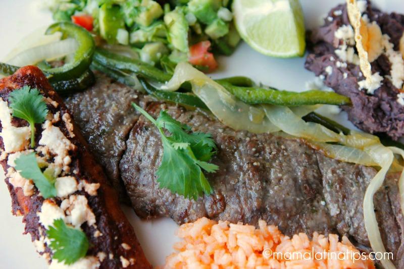 Carne asada a la tampiqueña con guacamole, arroz y frijoles