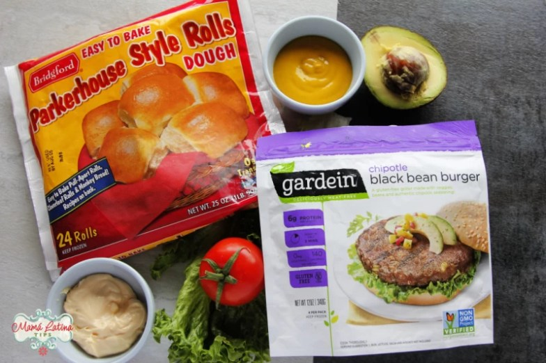 Bolsa de Parkerhouse style rolls dough, bolsa de Gardein Chipotle black bean burger patties, aguacate, jitomate, lechuga y condimentos