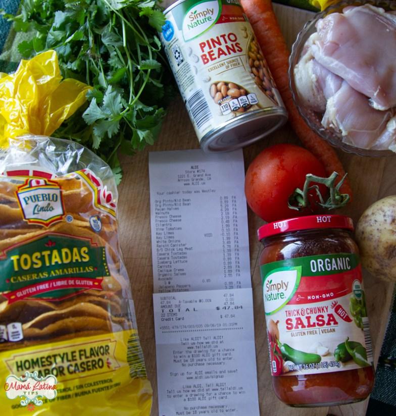Bolsa de tostadas, salsa, carne, cilantro y un recibo de compra