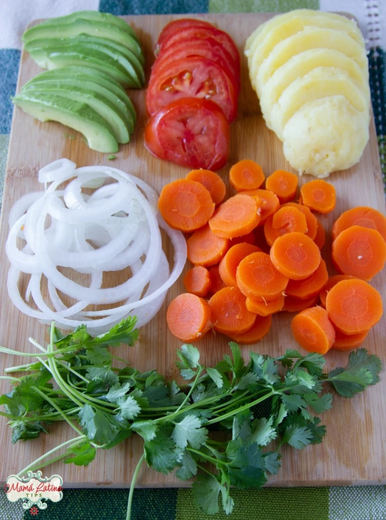 aguacate, jitomate, papas, cebolla, zanahorias y cilantro