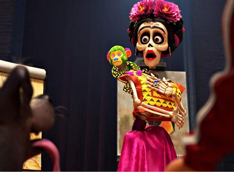 Escena de la película de Pixar Coco con Frida
